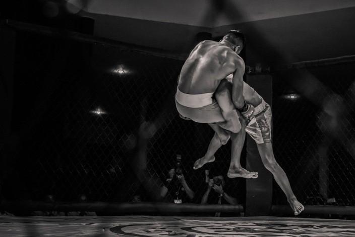 ศิลปะการต่อสู้ป้องกันตัว MMA (Mixed Martial Art) ที่ผสมผสานทุกจุดเด่นได้อย่างลงตัว
