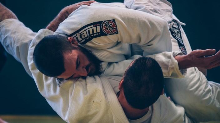 บราซิลเลี่ยนยิวยิตสู (jujutsu) อาวุธสุดท้าทายบนสังเวียนมวยกรง